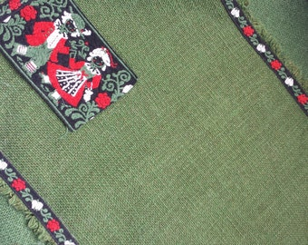 Vintage place mats, table linens, Austrian table mats, folk design, vintage table settings, 2 green place mats, napkins.