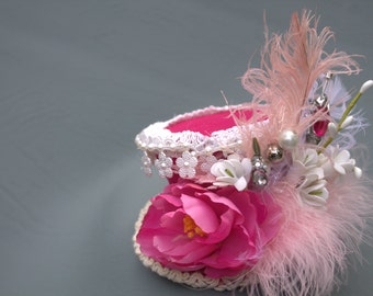 Hot pink mini top hat, Pink flower facsinator, Feather Derby hat, Pink and white birthday hat, Girls birthday bash, Photo prop accessories