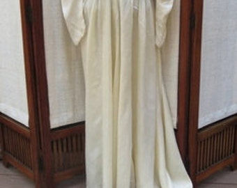 VINTAGE 1920s SATIN WEDDING Dress Small.  If you want to go true vintage, this is the dress for you. WED001