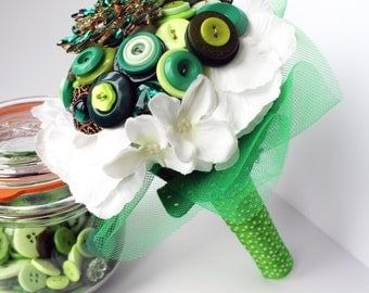 Green wedding bouquet - button bouquet - brooch bouquet - alternative wedding - offbeat wedding - unique wedding bouquet