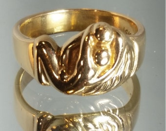 Artisan 14K Solid Yellow Gold Abstract Lover's Embrace Artist Signed Ring Retro Vintage