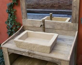Buz n hecho con madera de pallet reciclada por for Como hacer un mueble de lavabo con palets