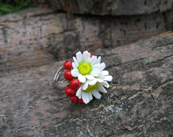 Daisy ring Flower ring Nature ring Daisy jewelry Red and white jewelry Berry ring Rustic ring Cold porcelain flowers Polymer clay ring