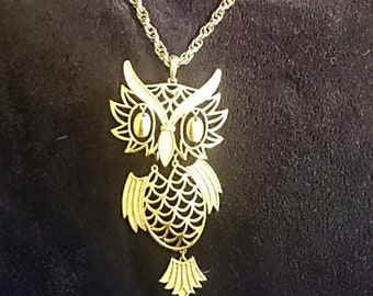 Vintage Owl Pendant, Gold tone Rope Chain and Large Owl from the 1970s Pendant