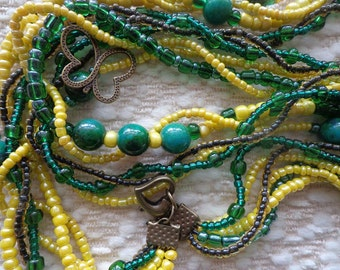 Necklace in the colors green and yellow