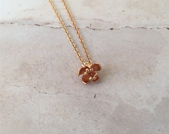 Dainty Gold Flower Charm Necklace | Gold Pendant, Flower Necklace, Gold Charm Necklace, Flower Jewelry, Dainty Jewellery, Bridesmaid gift