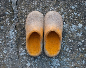 Husband gift - Natural wool slippers men women Beige Yellow color Slide-on slippers home shoes Traditional valenki