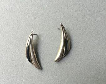 southwestern vintage streamline chic minimalist symmetrical vintage 80s 1980s women feathered feather studs earrings sleek