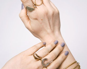 Iconos Ring || Gold Crescent Moon Ring