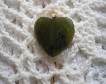 Vintage Green Stone Stick Pen, Heart Shaped Stick Pin, Jade Green Lapel Pin, Green Wrap Pin, Heart Brooch, Hat Pin