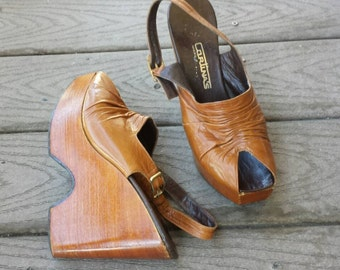 70s Boho Leather and Wood Platform Wedge Heels Clogs / Made in Brazil / Sz 7 1/2