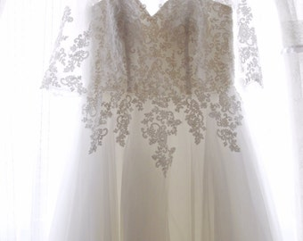 Simple Retro Elegant Long sleeve Wedding Dress Gown with French Lace