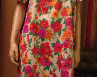 Great Vintage Hawaiian Luau Bright Flower Lounge Dress