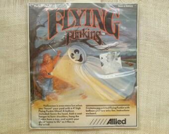 Vintage flying ghost Halloween decoration - Flying Funkin - lawn yard decor - brand new - kitsch decor - 4ft