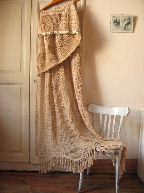 rideau de porte au crochet shabby chic porti re ancienne. Black Bedroom Furniture Sets. Home Design Ideas