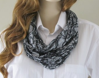 Black and white classical Infinity scarf
