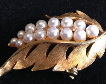 Pretty Pearl Vintage Brooch.