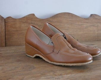 Oomphies by Kaufman Footwear Caramel/Tan Wedge Style 70's Vintage Leather Loafers with Rubber Sole Made in Canada Size 9.5 AA Narrow M-328