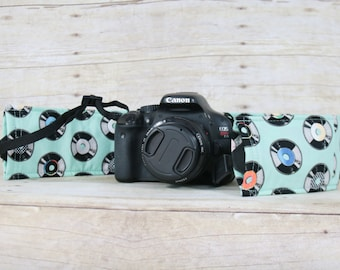 camera strap cover with pocket