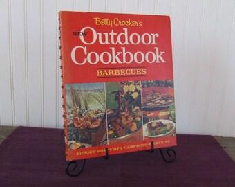 Betty Crocker's New Outdoor Cookbook Barbecues, Vintage Cookbook, 1967