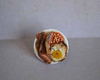 Bacon, eggs and beans ring