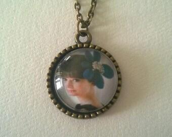 Audrey Hepburn Glass Cabochan Antique Bronze Plated Chain Necklace