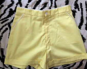80s Gator of Florida Yellow High Waisted Cuffed Shorts w/White Piping Trim - VTG S - Preppy, Nantucket, East Coast, Picnic