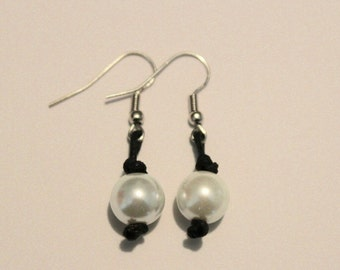 Pearl knotted earrings