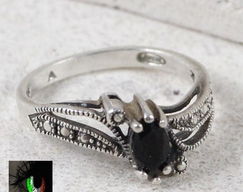 Sterling Silver - Pebbled Black Onyx Oval 2.9g - Ring (6.25)