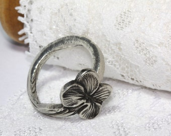 Size 8.5 Spoon ring, silver plated, floral