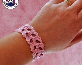 Crocheted bracelet (pink)