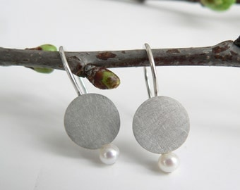 Earrings silver disc with Pearl