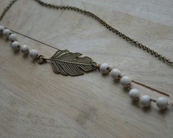 Diffuser Necklace White Turquoise with feather