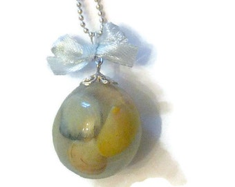 "Bubble pendant of resin and shell ""beach memories"""