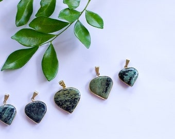 Gemstone Pendant / Heart Stone / Heart Pendant / Stone Pendant / Jewelry Supplies / Gemstones / Semi Precious Stones / Art Supplies / Green