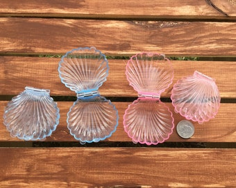 Plastic clam shell favors - set of 12
