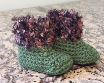 Green fur trimmed Style Baby Booties
