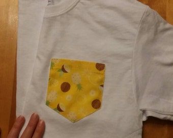 Pocket t-shirt, pineapple and coconut