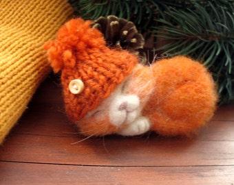 needle felting brooch orange cat