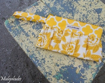 Friday-night wristlet clutch - Yellow Floral