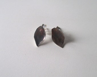 Small clip earrings with sheet form made in oxidated sterling silver
