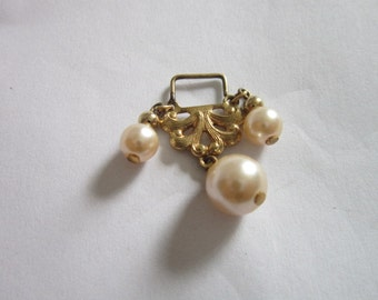Vintage Gold Tone & Faux Pearl Necklace Pendant