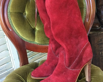 70s Suede Tall Boots. Size 8M. 1970s Tall Heeled Boots. Knee High Suede Boots.
