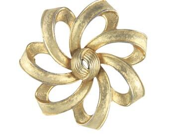 Crown Trifari flower brooch 1950s, Crown trifari jewelry, Crown trifari pin flower, 1950s brooch, 1950s pin, flower pin, flower brooch