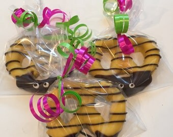 Bumble Bee Chocolate Covered Pretzels (10 favors)