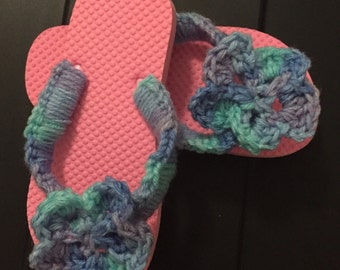 Crocheted flower flip flops