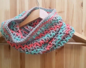 Cowl 'V' Mint Green & Coral pink mix