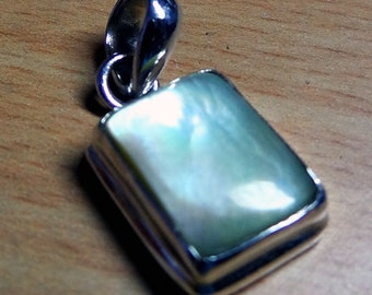 A Beautiful Mother Of Pearl Pendant in 925 Sterling Silver