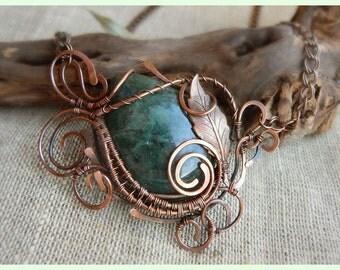 Copper wire pendant green Cyanit leaf