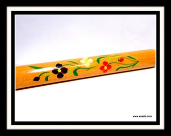 Wooden handpainted knitting pencilbox. Knitting needle case made of oak wood with floral pattern painted by hand.